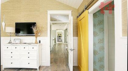 مقایسه درب ریلی و درب لولایی برای اتاق
